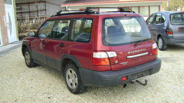 ATTELAGE SUBARU FORESTER 1997->2008 Col de cygne - fabriquant BRINK-THULE
